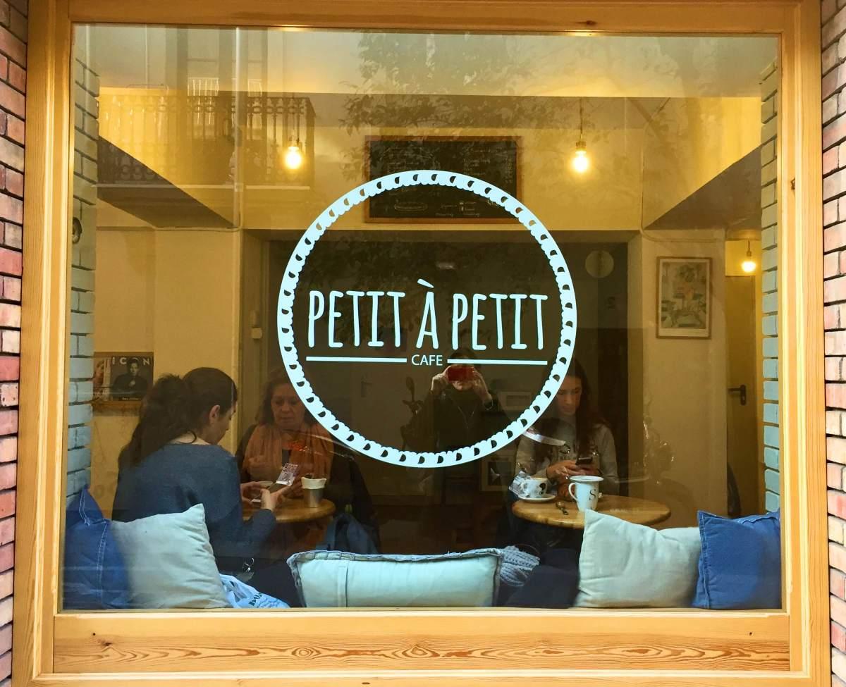 Petit a Petit Café